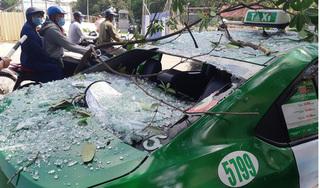 Nổ lớn tại Hà Nội, kính văng thủng xe taxi đang đi trên đường