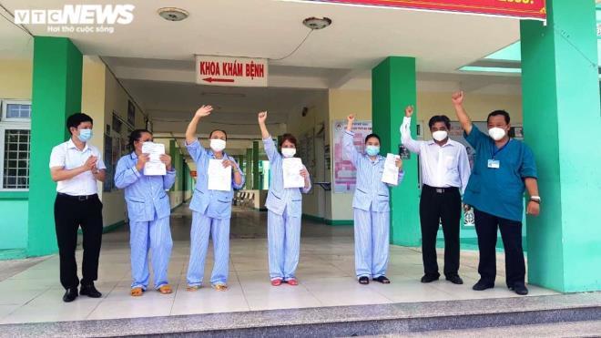 Sau nhiều lần có kết quả âm tính, 4 bệnh nhân ở Đà Nẵng được xuất viện
