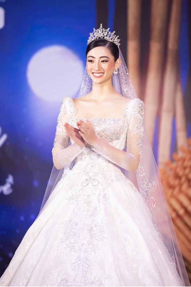 Minh Nhựa chi 405 triệu đồng đấu giá váy cưới ủng hộ Đà Nẵng chống dịch Covid-19
