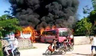 Nhiều ô tô khách bị hỏa hoạn thiêu rụi trong bãi đỗ xe ở Thanh Hóa