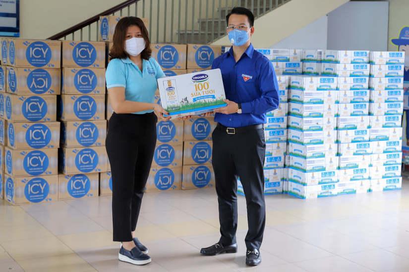 Vinamilk ủng hộ 8 tỷ đồng hỗ trợ cho TP.Hà Nội và 3 tỉnh miền Trung