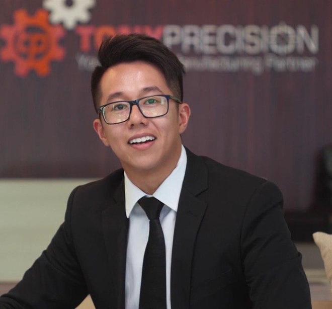 Bất ngờ trước loạt ảnh thời 'chưa dậy thì' của CEO Matt Liu - bạn trai hiện tại của Hương Giang