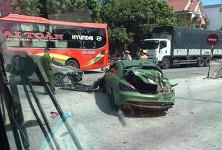 Xe ben tông xe Mercedes gây ra tai nạn liên hoàn rồi bỏ chạy