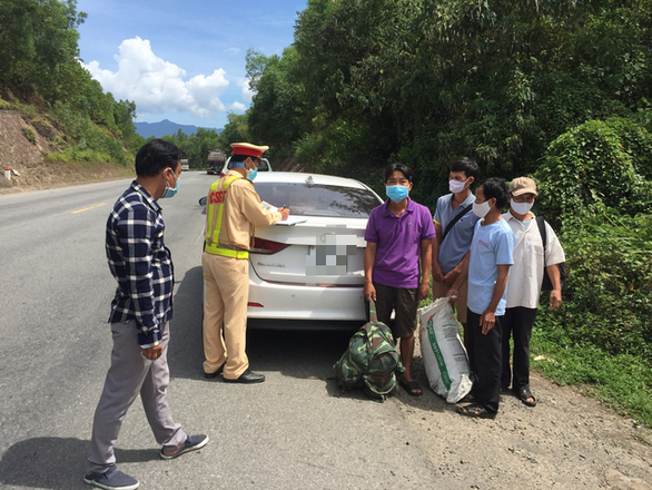Xử phạt xe 4 chỗ chở khách trốn khỏi Đà Nẵng