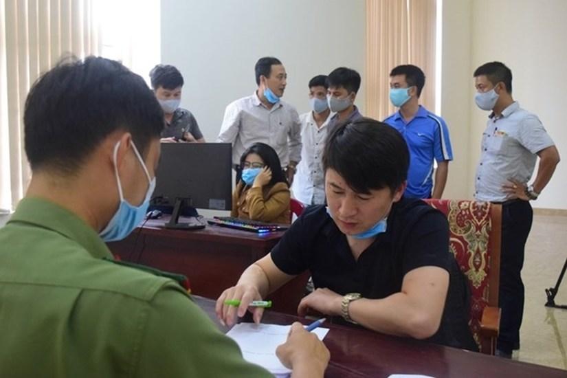 Phạt 140 triệu và trục xuất về nước đối với 7 người Trung Quốc thuê khách sạn để đánh bạc