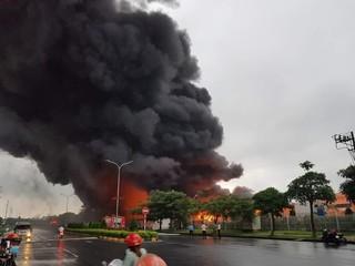 Cột khói đen bốc cao nghi ngút tại khu công nghiệp Yên Phong, Bắc Ninh