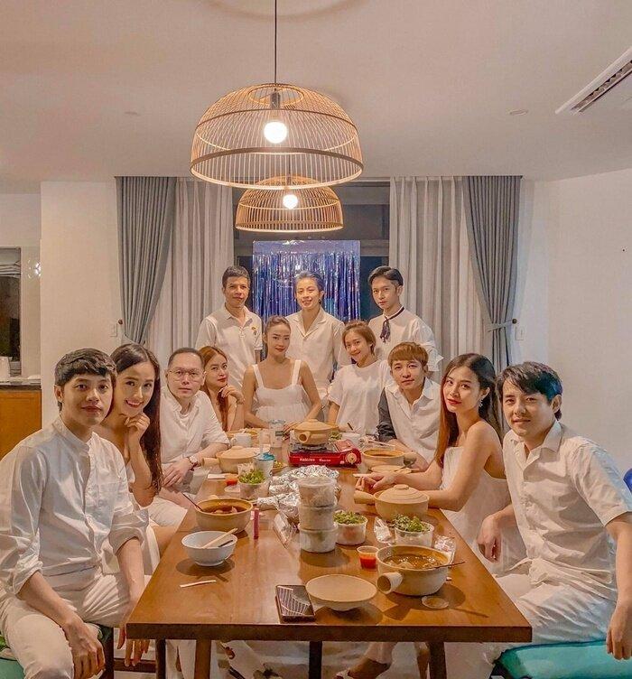2h sáng, Mai Phương Thúy - Noo Phước Thịnh đăng ảnh tình tứ, còn gọi nhau là 'vợ chồng'