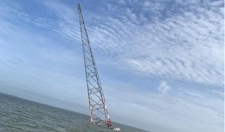Trụ cao thế vượt biển bị nghiêng, đảo Hòn Tre mất điện hoàn toàn