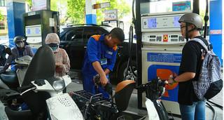 Giá xăng dầu 16/8: Giá dầu thế giới có chiều hướng giảm mạnh