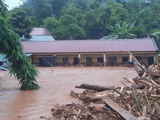 Lũ quét bất ngờ tràn về, trường học ở Điện Biên tan hoang