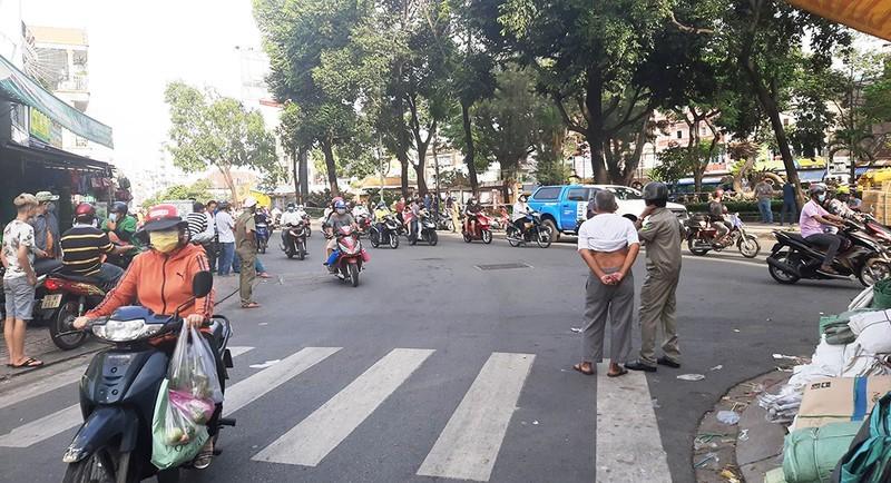 Đâm chết người giữa ban ngày trong công viên ở Sài Gòn