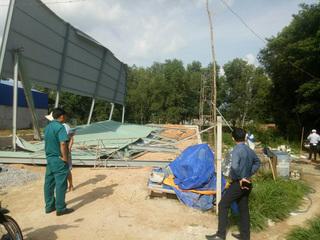 Tin tức trong ngày 17/8: Sập nhà xưởng, 3 công nhân bị thương nặng