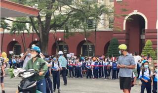 Một trường ở Biên Hòa vẫn cho học sinh đi học giữa dịch Covid-19