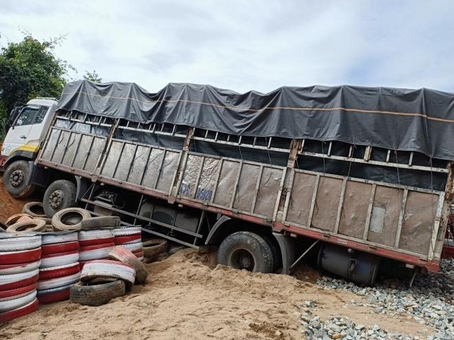 Hiện trường vụ xe tải  đèo Lò Xo.