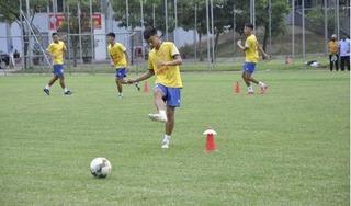 CLB Nam Định đón vị khách đặc biệt trong buổi tập chuẩn bị cho V.League