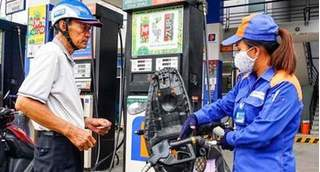 Giá xăng dầu 20/8: Tiếp tục giảm do dịch bệnh