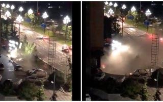 Tin tức thế giới 20/8: Hy hữu, 21 chiếc ô tô bị sụt xuống hố do sập đường