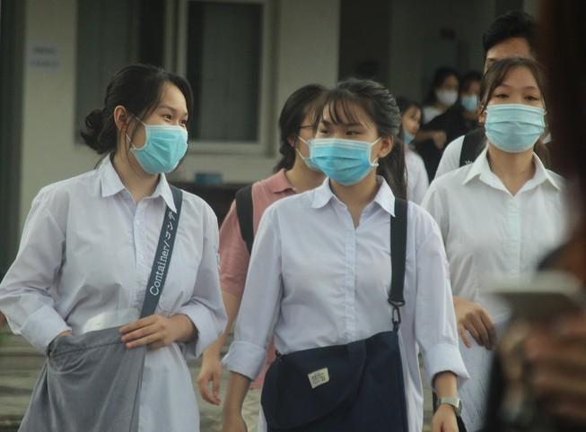 Học sinh Khánh Hòa và Phú Yên nghỉ học để tránh bão số 12