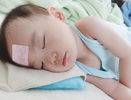 miếng dán hạ sốt cho trẻ