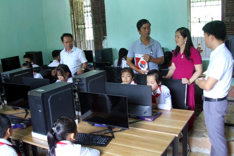 Báo Giáo dục & Thời đại trao tặng 2 phòng máy tính cho trường học vùng biên giới Lạng Sơn