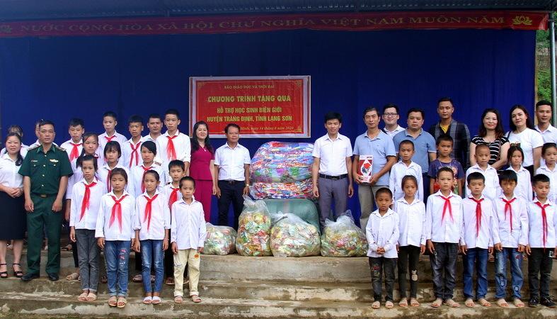 Báo Giáo dục & Thời đại trao tặng 2 phòng máy tính cho trường học vùng biên giới Lạng Sơn. 1