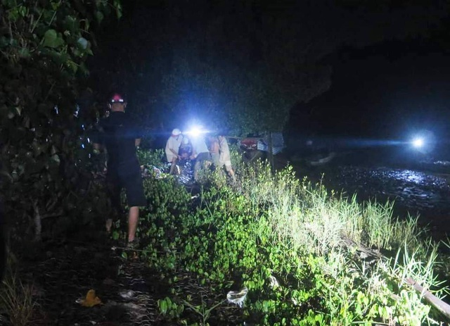 Chìm ghe, 4 người mất mạng giữa sông thương tâm