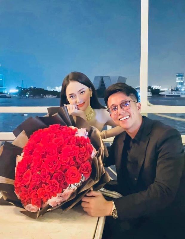 Matt Liu khoe ảnh 'tình bể bình' bên Hương Giang ngày kỷ niệm 2 tháng