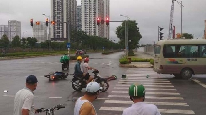Thực hư vụ tài xế GrabBike vượt đèn đỏ đâm vào xe chở công nhân tử vong