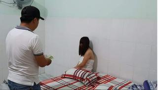 Bắt quả tang nhiều cặp đôi mua dâm trong nhà nghỉ ở Đắk Lắk