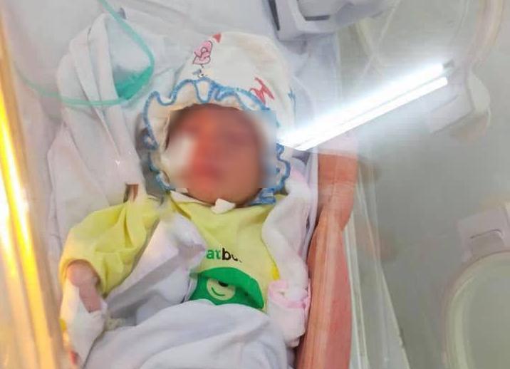 Người thân của bé sơ sinh bị bỏ giữa khe tường ở Hà Nội đã tới làm thủ tục nhận cháu