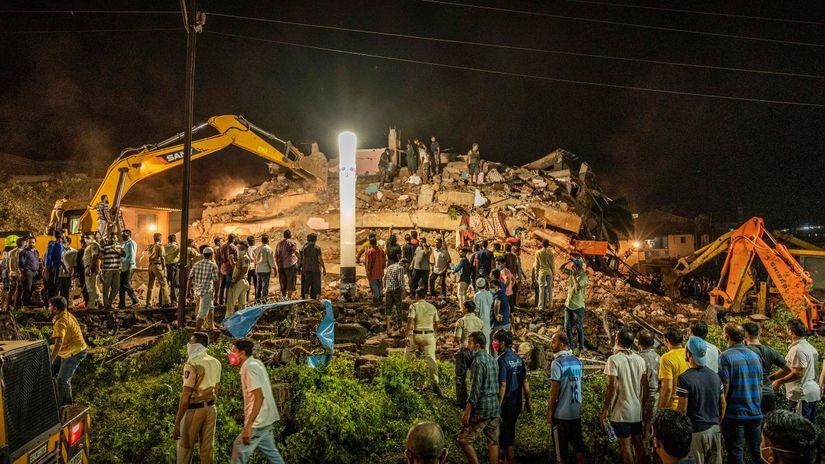 Ấn Độ: Chung cư cao tầng sập trong đêm, hàng chục người thương vong