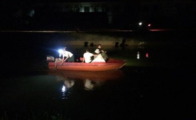 Đổ đi tìm 2 bé nghi bị bắt cóc thì đau đớn phát hiện thi thể dưới sông