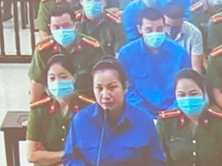 Vợ Đường 'Nhuệ' khóc lóc tại toà và nói 'chỉ tát cảnh cáo, dằn mặt'