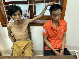 Nghệ An: Kẻ buôn ma túy rút chốt lựu đạn chống trả công an