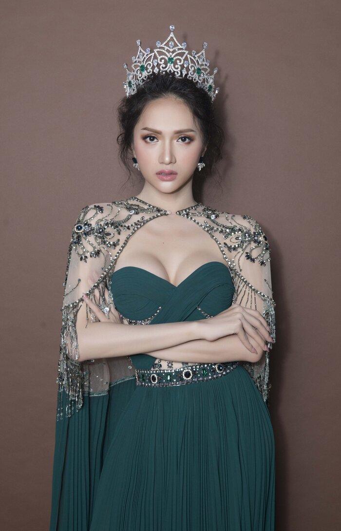 Hoa hậu Hương Giang ủng hộ 10 tấn gạo cho Đà Nẵng chống dịch Covid-19