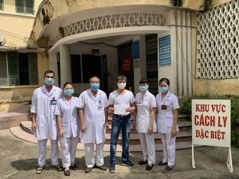 Nam Định công bố khỏi bệnh và làm thủ tục xuất viện cho một bệnh nhân Covid-19