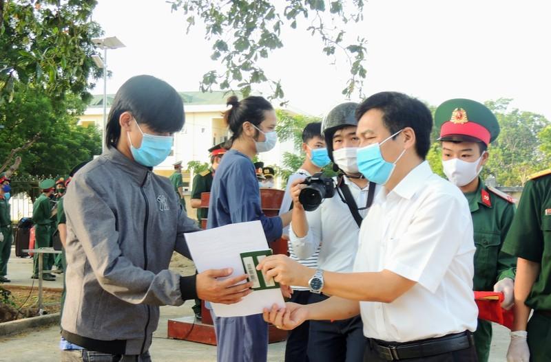 232 công dân từ Malaysia về Ninh Thuận được trở về nhà sau 14 ngày cách ly tạp trung