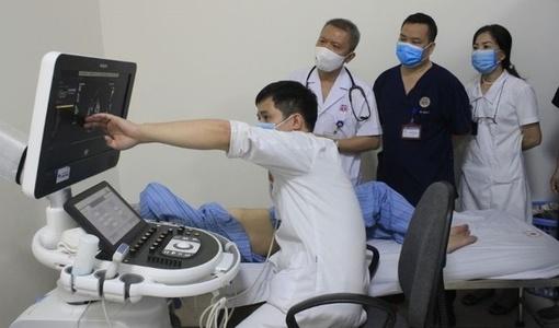 Thay van tim nhân tạo không cần phẫu thuật cho cụ bà 81 tuổi