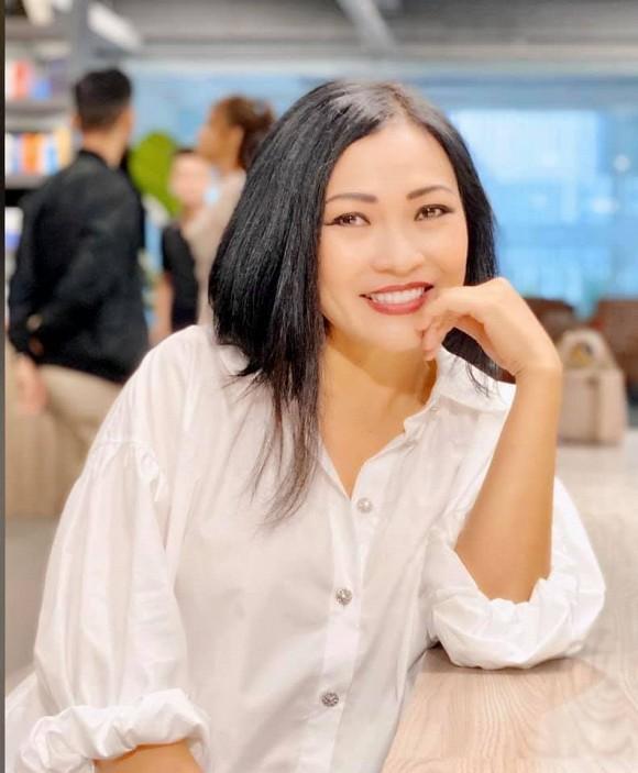 Ca sĩ Phương Thanh bức xúc khi đi vệ sinh cũng bị quay lén