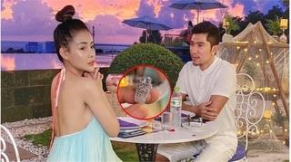 Chiếc nhẫn kim cương Lương Bằng Quang cầu hôn Ngân 98 có giá... 40 triệu đồng