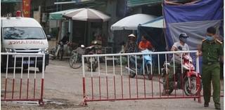 Thêm một trưởng trạm y tế xã ở Thanh Hóa bị đình chỉ do lơ là chống dịch