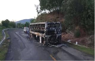 Xe giường nằm cháy rụi trong đêm, 40 hành khách toán loạn tháo chạy