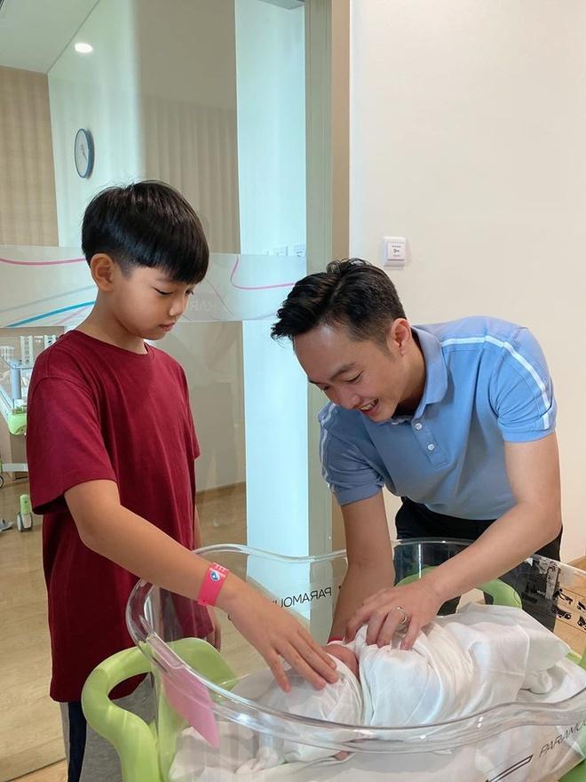 Khoe ảnh 'tiểu công chúa', Đàm Thu Trang và Cường Đô La được khen ngợi hết lời vì chăm con khéo