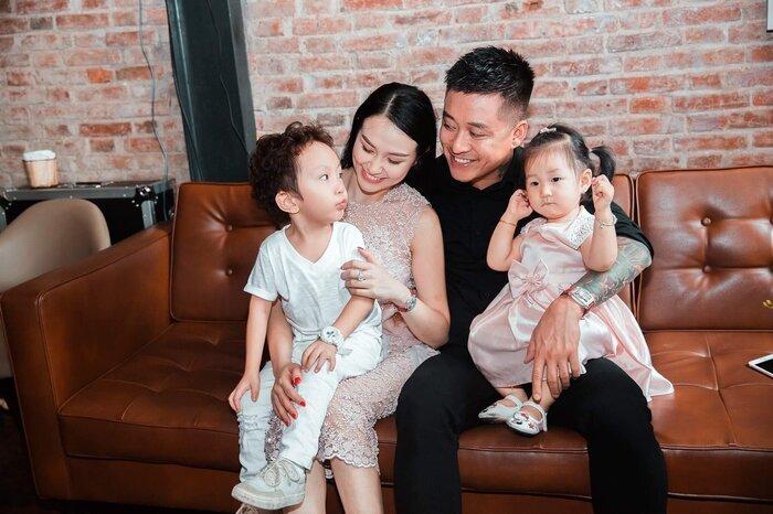 Tạm giải nghệ để dành thời gian cho gia đình, Tuấn Hưng khoe được vợ trả lương lên đến 8 số 0
