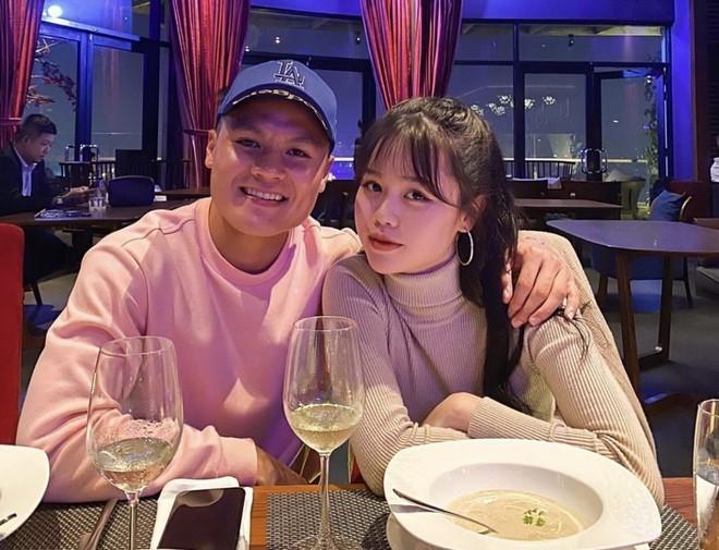 Huỳnh Anh luôn xuất hiện với hình ảnh kín đáo nên khi đăng tải tấm hình mặc bikini sexy, khoe body nóng bỏng khiến dân tình dậy sóng.