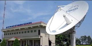 Hải Phòng: Đổ cột ăng-ten Đài vệ tinh mặt đất khiến 2 người thương vong