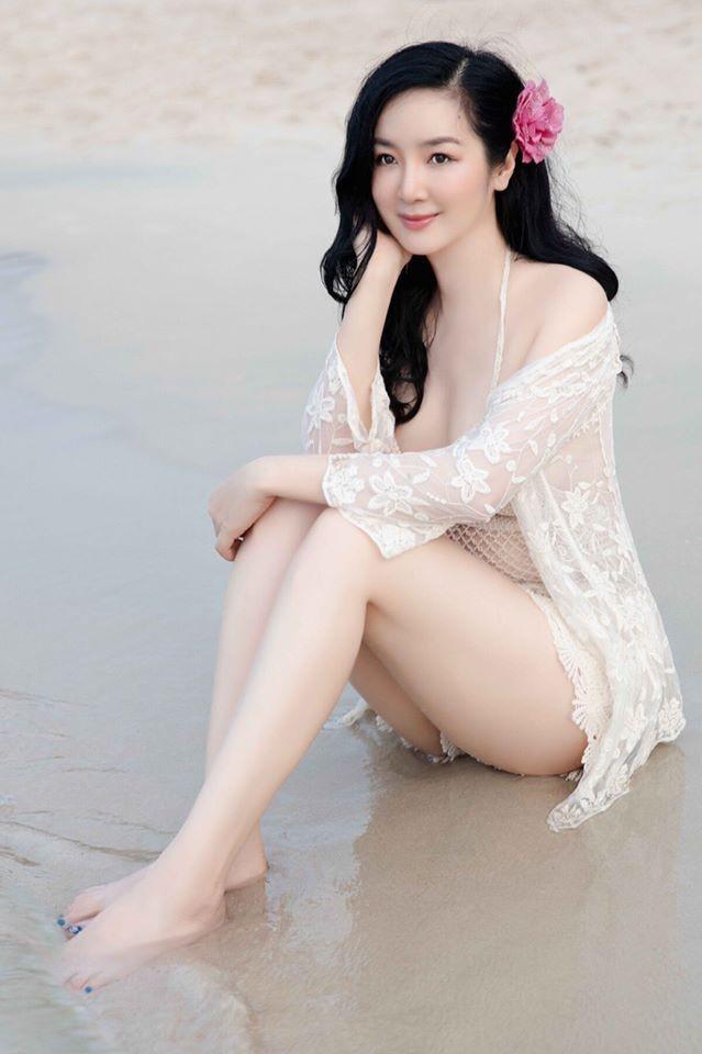 Hoa hậu Giáng My khoe vẻ đẹp nóng bỏng ở tuổi U50