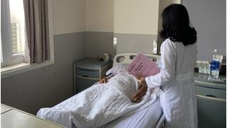 Người phụ nữ bị khối u 'khủng' khiến bụng to như mang thai 30 tuần