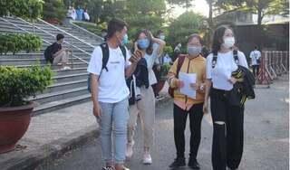Hàng nghìn sinh viên tiếp tục trở lại trường sau thời gian nghỉ phòng Covid-19