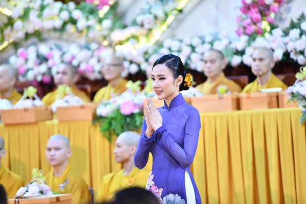 Angela Phương Trinh đẹp tựa nữ thần trong đại lễ Vu lan, chiếc mũi thảm họa biến mất